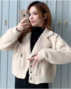 可愛絨毛淨色柔軟雙口袋鈕釦翻領外套 -4126A #精選貨品7折優惠價:HK$182 #